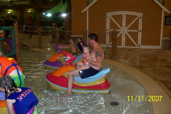 playing on jet ski 39 s picture of great wolf lodge. Black Bedroom Furniture Sets. Home Design Ideas