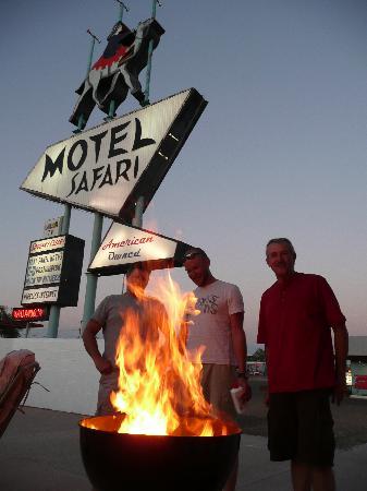BBQ at Motel Safari