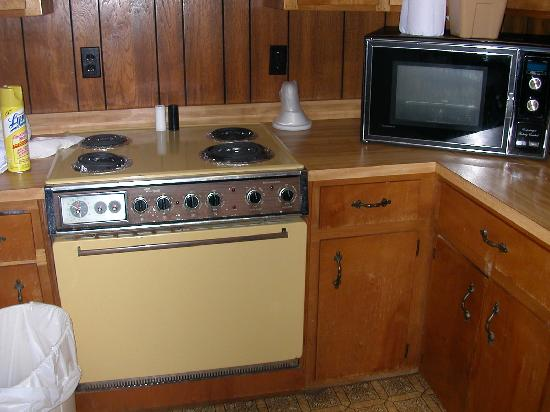 Meadowlark Motel: old appliances
