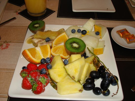 The Old Forge Bed & Breakfast: fruit platter very refreshing