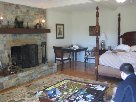 Inn at Kelly's Ford: Nice fireplace in the Jackson cottage