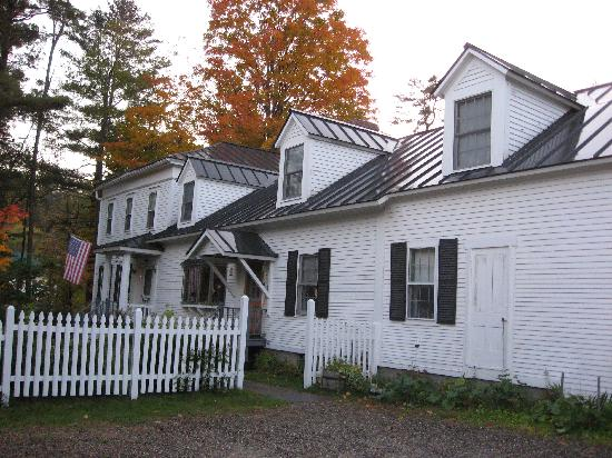 Branch Brook Bed & Breakfast: Outside of B&B