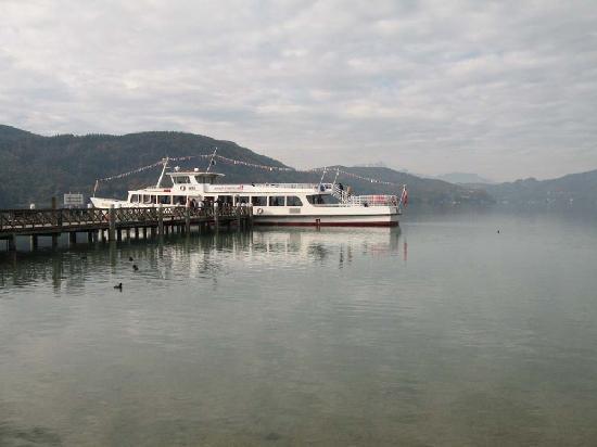 Jugendgästehaus: Klagenfurt - Ferry on Woerthersee Lake