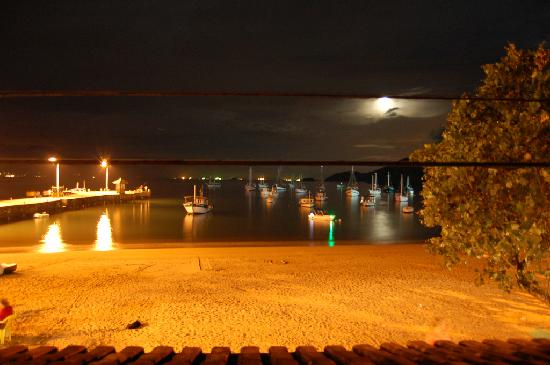 Pousada O Pescador: View at night from balcony of Room 1