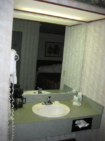 BEST WESTERN Desert Inn: Bathroom