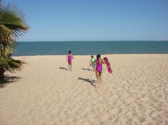 Hotel El Cortez Kids Running To The Beach