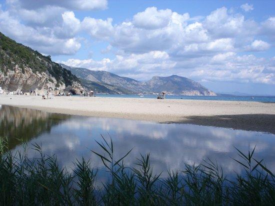 Hotel Villa Gustui Maris: Cala Luna beach