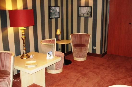 Hotel Exposition Tour Eiffel: Cozy Lounge