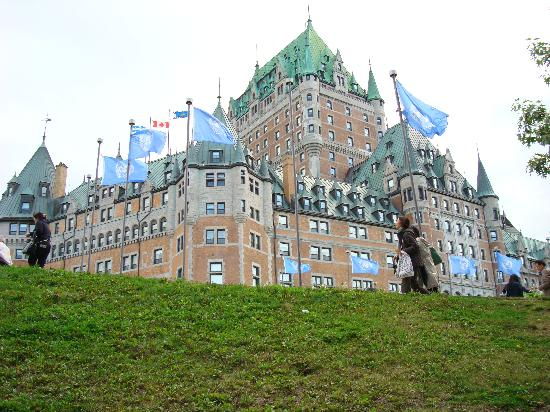 Chateau Fleur de Lys - L'HOTEL: Landmark Le Chateau Frontenac, 5-minute walk from the Fleur de Lys.