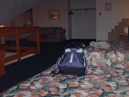 Spruce Grove Inn: 624 - upper floor, jacuzzi in same room
