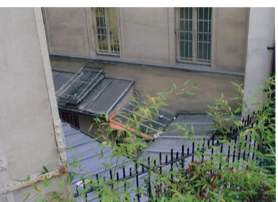 L' Hotel Pergolèse Paris: view from bedroom window
