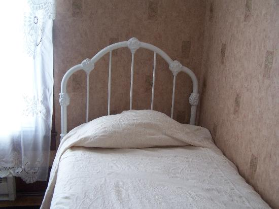 The Arnott House: my bed, very comfy