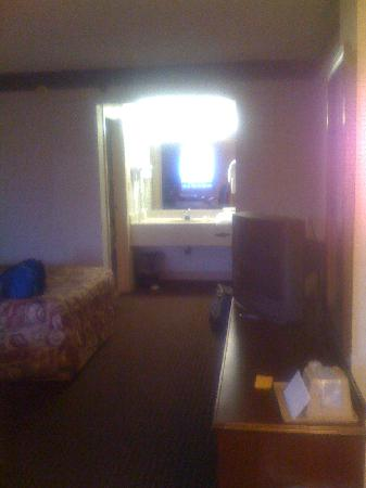 Sundial Inn Motel and Efficiency: View of the room