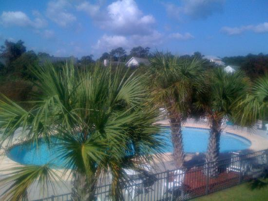 Microtel Inn & Suites by Wyndham Carolina Beach: The pool and view from the bedroom