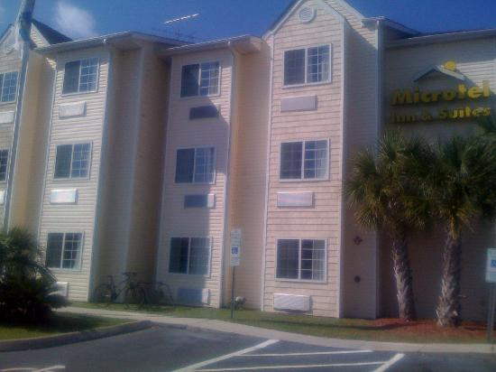 Microtel Inn & Suites by Wyndham Carolina Beach: The Hotel