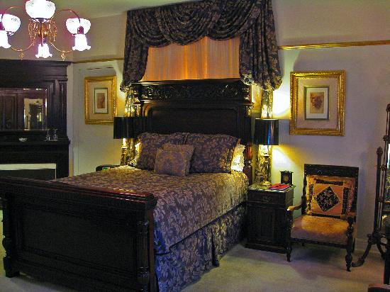Cedar Gables Inn: Churchill Chamber