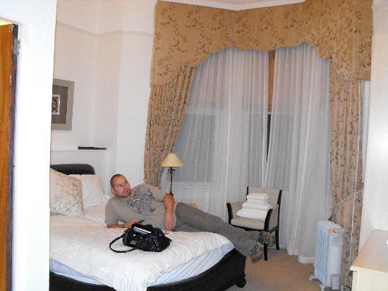 Carleton House Hotel