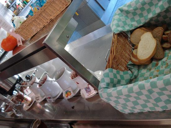 Locarno Youth Hostel: I loved the bread and all the spreads at breakfast.