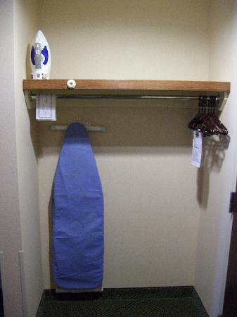 Auburn Place Hotels and Suites: Iron and ironing board in closet area