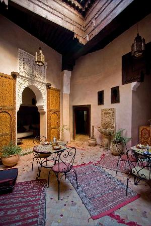 Riad Filalia: the central courtyard where meals are served