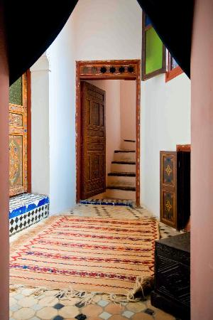 Riad Filalia: stairs leading up to the terrace or down to the courtyard