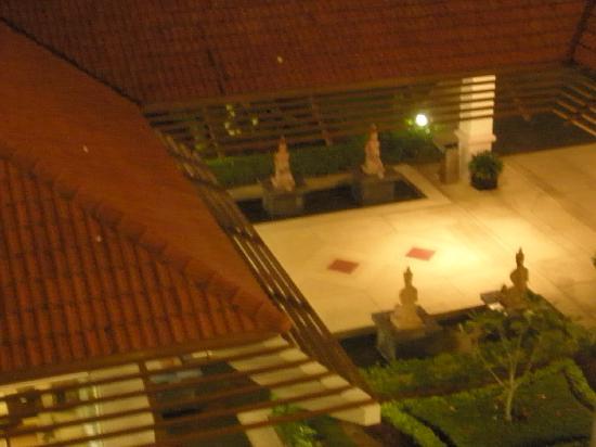 Independence Hotel, Resort & Spa: vue du haut la nuit