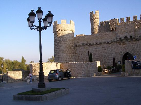 Olmillos de Sasamon, Spain: View of the hotel entrance
