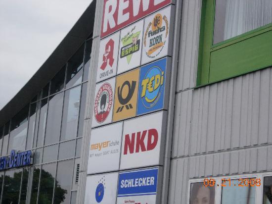 Center Hotel Mainfranken: Shopping in same building
