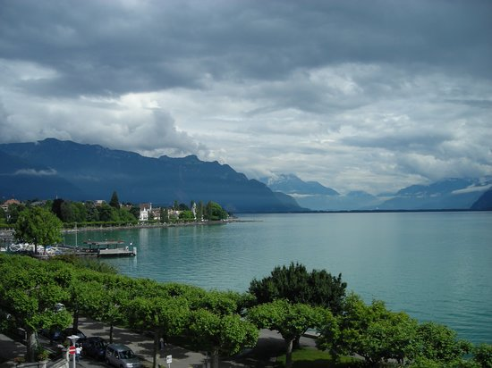 Vevey, Sveits: View from balcony of room 213