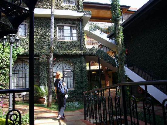 Fairview Hotel: 客室へ向かうところ