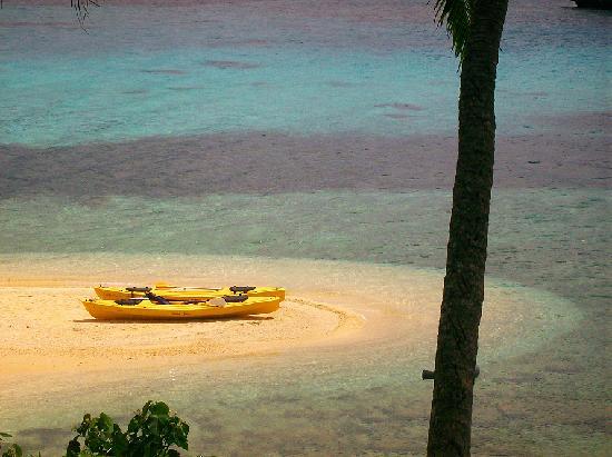 Mala Island Resort : Stunning little beach at Mala - View from restaurant