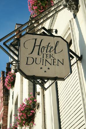 Hotel Ter Duinen: hotel sign