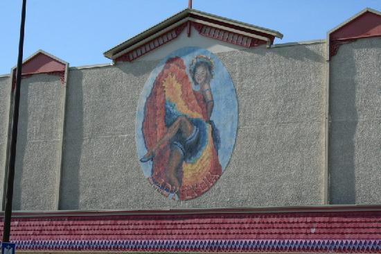 The Town and Mountain Hotel: The mural on the hotel