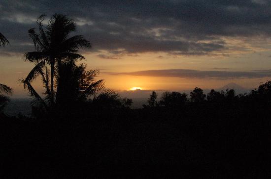 Segara Villas: coucher de soleil de la piscine avec vue sur le mont Agung