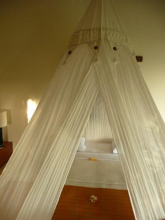 Segara Villas: Lit à moustiquaire