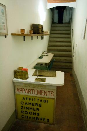 Pensione Elio Pistolesi : Is this a reception of a 3* hotel???