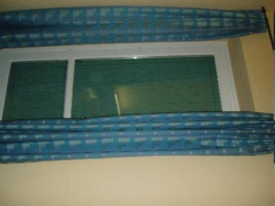 Locanda Fior Di Loto: Shutter as seen from inside room