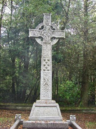 Lough Eske Castle, a Solis Hotel & Spa : The celtic cross at a grave in the grounds