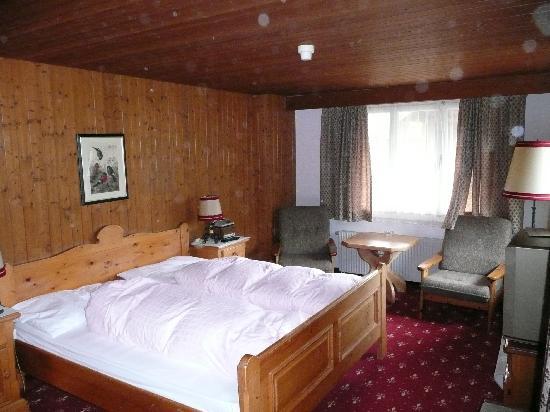 Hotel Gletschergarten: Room 36 (taken with a wet camera lens)