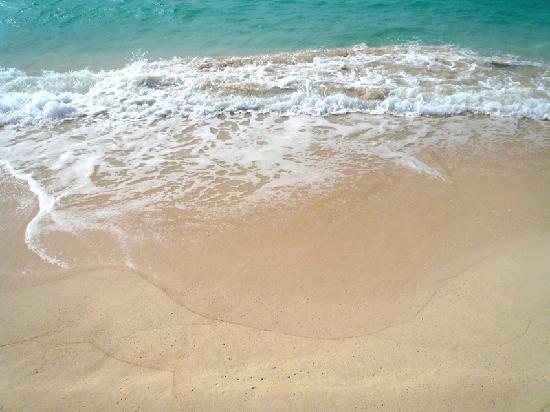 Miyakojima Tokyu Hotel & Resorts : さらさらの砂と波