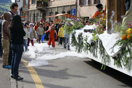Schaffhausen, Szwajcaria: Schnee bei warmen Temperaturen