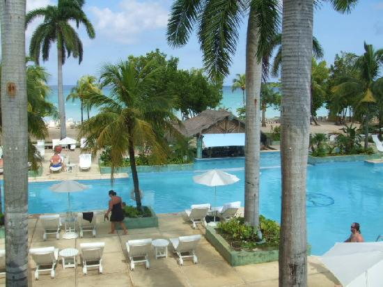 Couples Negril: Blick vom Empfang zum Pool