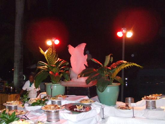Couples Negril : Buffet am Pool