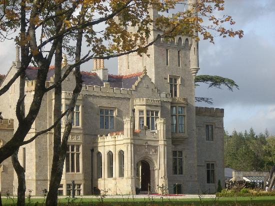 Lough Eske Castle, a Solis Hotel & Spa : Front view of the castle