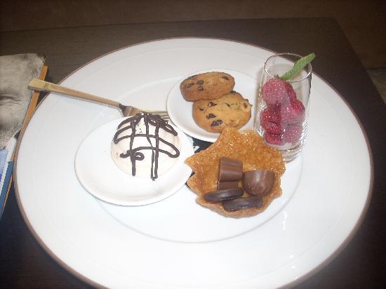Lough Eske Castle, a Solis Hotel & Spa : Plate of goodies on arrival