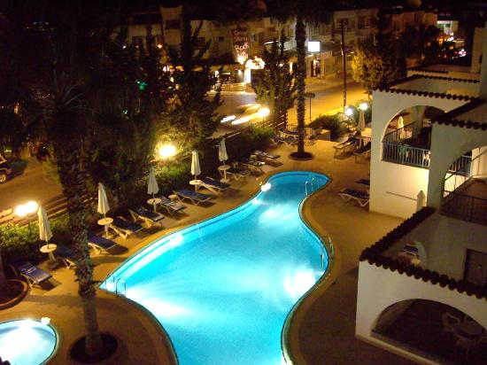 Petrosana hotel apartments 3 айя напа