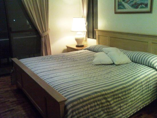 Baguio Country Club: Masters Bedroom Cottage 105