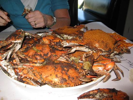 Price's Seafood : Plate of large sized crabs - half black pepper and half Old Bay Seasoning