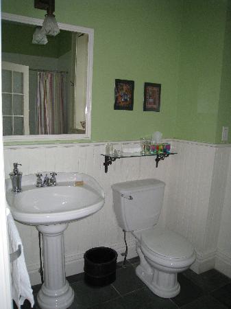 Frontenac Club Inn : Chisolm Bathroom