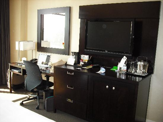 The Westin Huntsville: Desk and TV